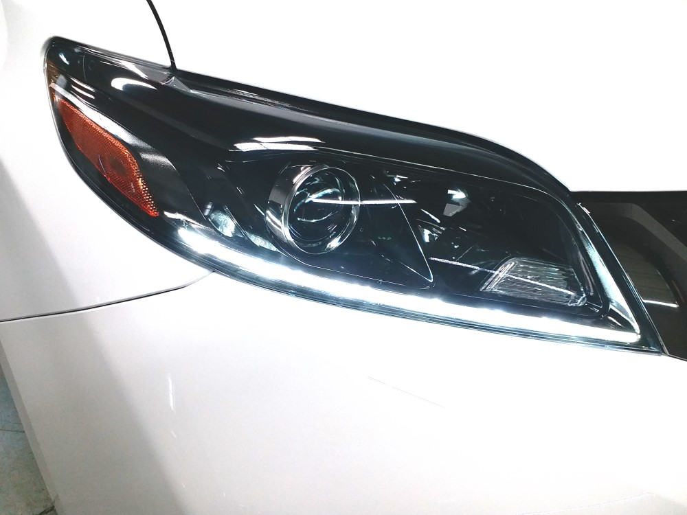 3-headlight_resize.jpg